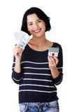 Szczęśliwa kobieta trzyma domowego modela dolarowych rachunki i Fotografia Stock