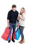 Szczęśliwa kobieta trzyma kredytową kartę i smutny mężczyzna Fotografia Stock