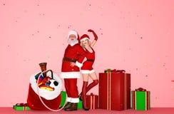 Szczęśliwa kobieta w boże narodzenie stroju i Santa Claus ilustracja wektor