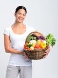 Szczęśliwa kobieta z świeżo zbierającym produkt spożywczy Zdjęcie Stock