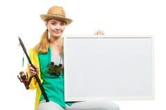 Szczęśliwa kobieta z połowu prącia mienia deską fotografia stock