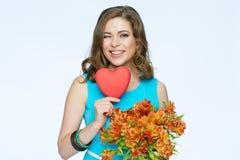Szczęśliwa kobieta z sercem bukieta kwiecisty kwiatów ilustraci wektor Zdjęcia Stock