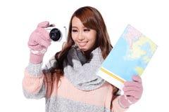 Szczęśliwa kobiety podróż w zimie Obraz Stock