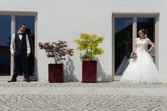 Szczęśliwa młoda świeża para małżeńska obraz stock