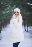 Szczęśliwa młoda dziewczyna w zima lesie Obrazy Royalty Free
