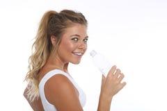 Szczęśliwa młoda kobieta Pracująca Out i Robić sprawności fizycznych aktywność zdjęcie stock