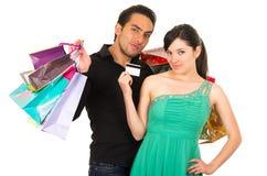 Szczęśliwa młoda kobieta trzyma kredytową kartę podczas gdy Obraz Royalty Free