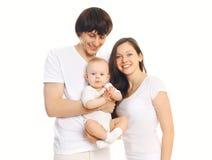 Szczęśliwa młoda rodzina, matka i ojciec z dzieckiem na bielu wpólnie, fotografia royalty free
