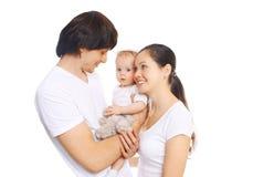 Szczęśliwa młoda rodzina, matka i ojciec z dzieckiem wpólnie, obraz stock