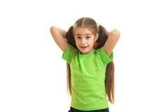Szczęśliwa mała dziewczynka bawić się mecz futbolowego z ono uśmiecha się i piłką Fotografia Royalty Free