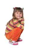 Szczęśliwa mała dziewczynka jest odpoczynkowa zdjęcia royalty free