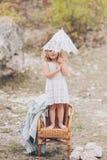 Szczęśliwa mała dziewczynka w krześle outdoors Obrazy Royalty Free