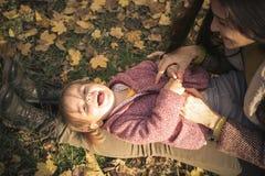 Szczęśliwa mała dziewczynka w naturze zdjęcie royalty free