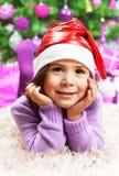 Szczęśliwa mała dziewczynka w wigilii Zdjęcia Royalty Free