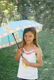 Szczęśliwa mała dziewczynka z parasolem Zdjęcie Royalty Free