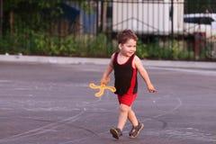 Szczęśliwa mała przystojna chłopiec z bumerangiem Obraz Royalty Free