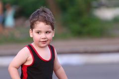 Szczęśliwa mała przystojna i śmieszna chłopiec Obraz Stock