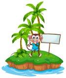 Szczęśliwa małpa w wyspie z pustym signboard Obrazy Stock