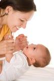 Szczęśliwa mama trzyma dziecka zdjęcie royalty free