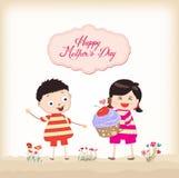 Szczęśliwa matka dnia chłopiec i dziewczyna z babeczką Obraz Stock