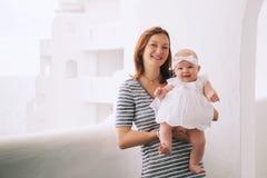 Szczęśliwa matka i śliczna dziewczynka Fotografia Royalty Free