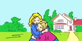 Szczęśliwa matka i córka jesteśmy ściskać plenerowy blisko ich domu Zdjęcia Royalty Free