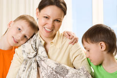 Szczęśliwa matka i dzieci fotografia stock