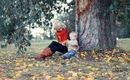Szczęśliwa matka i dziecko zdjęcia royalty free