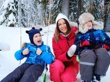 Szczęśliwa matka z jej dziećmi na huśtawki Fotografia Royalty Free