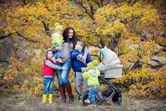 Szczęśliwa matka z małymi dziećmi Zdjęcie Royalty Free