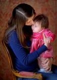 Szczęśliwa matka z nowonarodzoną córką Obraz Stock
