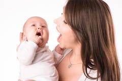 Szczęśliwa matka z nowonarodzoną córką na rękach Fotografia Royalty Free