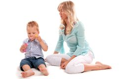 Szczęśliwa matka z radosnym synem Obrazy Royalty Free