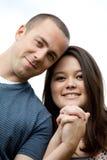 Szczęśliwa Międzyrasowa para małżeńska Zdjęcia Royalty Free