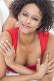 Szczęśliwa Mieszana Biegowa amerykanin afrykańskiego pochodzenia dziewczyna Zdjęcia Stock