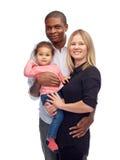Szczęśliwa multiracial rodzina z małym dzieckiem Obrazy Royalty Free