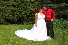Szczęśliwa nowożytna para Zdjęcie Royalty Free