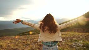 Szczęśliwa odświętność wygrywa sukces kobiety zdjęcie wideo