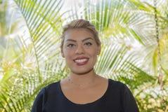 Szczęśliwa, ono Uśmiecha się, Życzliwa & Piękna Meksykańska kobieta Pracuje w Hotelowym kurorcie w Meksyk, obraz royalty free