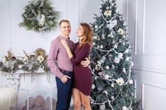 Szczęśliwa para świętuje nowego roku Zdjęcia Stock