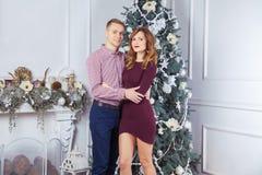 Szczęśliwa para świętuje nowego roku Obrazy Royalty Free