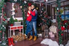 Szczęśliwa para świętuje nowego roku Zdjęcie Stock