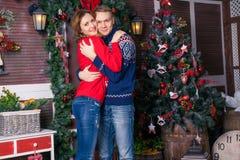 Szczęśliwa para świętuje nowego roku Fotografia Royalty Free