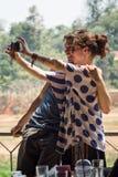Szczęśliwa para bierze fotografię one w Kanchanaburi, Thail Obraz Royalty Free