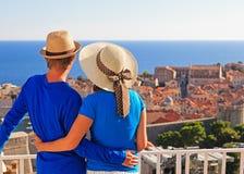 Szczęśliwa para na wakacje w Europa Zdjęcie Stock