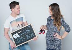 Szczęśliwa para oczekuje małego dziecka zdjęcie royalty free