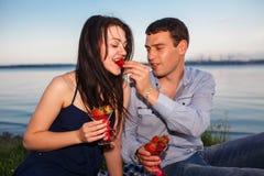 Szczęśliwa para przy rzeką Zdjęcie Stock