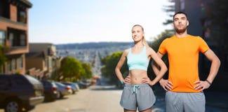 Szczęśliwa para robi sportom przy San Francisco miastem Obrazy Stock