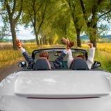 Szczęśliwa para w samochodzie Fotografia Stock