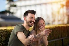 Szczęśliwa para w ulicie Obrazy Stock